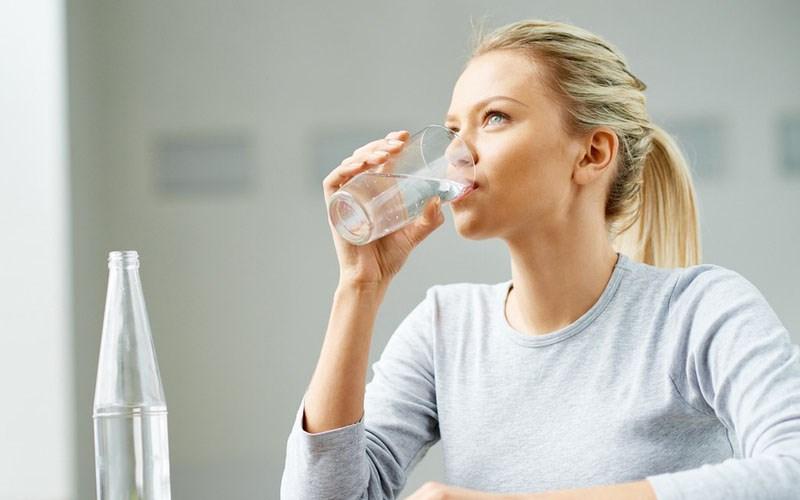 Bỏ túi 7 cách uống nước đúng cách để giúp bạn khoẻ khoắn tươi tắn hơn - 1