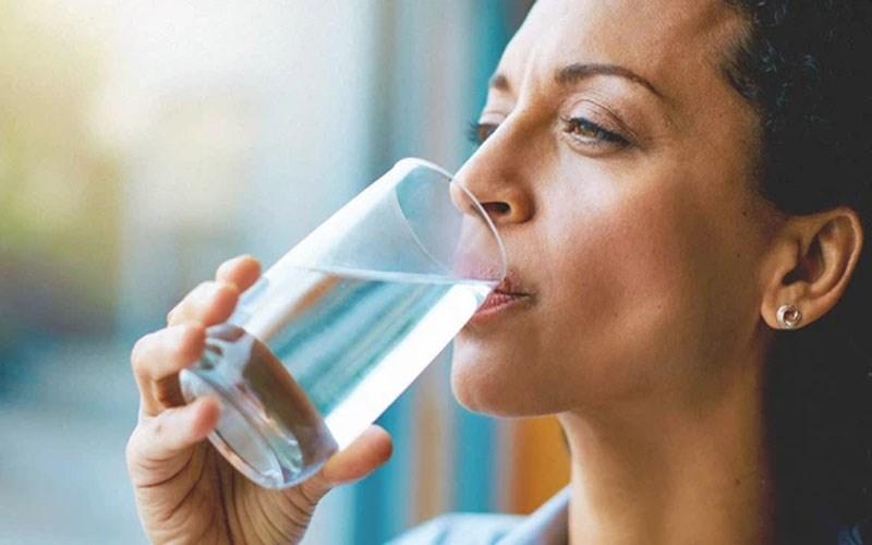 Bỏ túi 7 cách uống nước đúng cách để giúp bạn khoẻ khoắn tươi tắn hơn - 2
